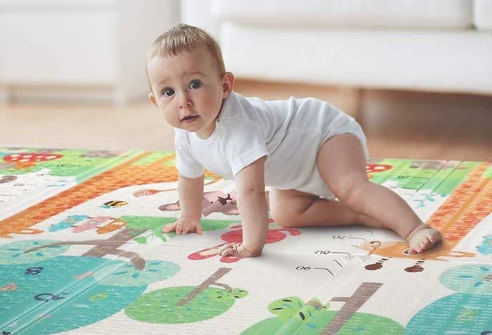 alfombra gateo bebé